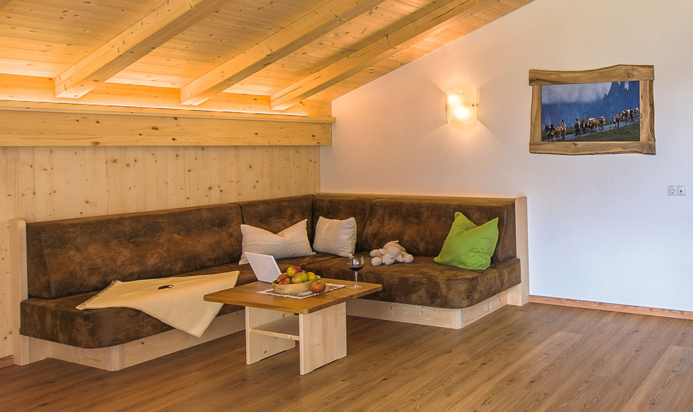 Moderni appartamenti arredati in stile alpino nel cuore for Appartamenti arredati moderni